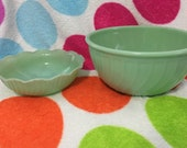 Lot Of 2 Jadeite Fire King Swirl Bowls 9 Inch And 7 1/2 Inch