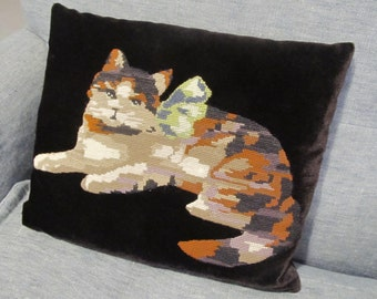 Vintage swedish (?) 70's velvet cushion with hand embroidered cat