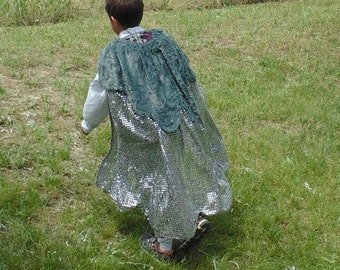 Boys 5-7 adjustable Wolf Prince with Doublet and Faux Fur Cape !