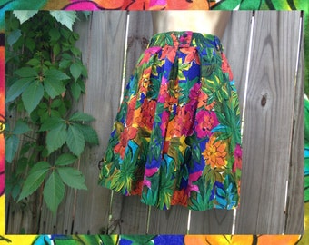 Vintage 80/90's Talbots Petite Collection High Waisted Tropical Print Belted Shorts // Size M