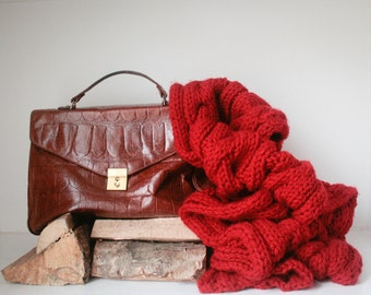 Mia - chunky, extra long wool scarf in radiant red.
