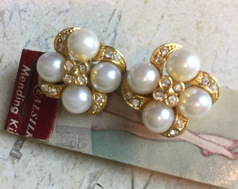 Lovely clip pearl & rhinestone earrings