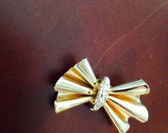 Vintage Bijou Cassio Brooch, Gold metal with rhinestone in shape of a pleated bow, made in Italy