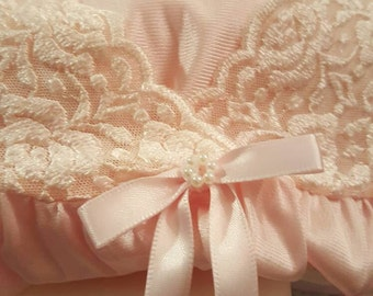 The Sweetest Baby doll Peignoir Set by Vanity Fair 1960s. Baby Pink baby doll style short nightie with matching robe.