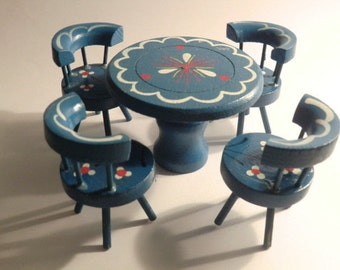 Dollhouse accessories / wooden doll house furniture for the dining room (5 pieces). Table and 4 chairs BLUE. Probably 60s. VINTAGE