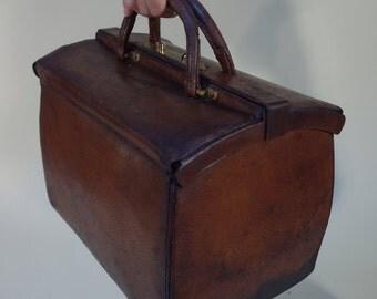 Ancestor of the Speedy leather Vuitton bag
