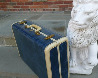 Vintage Samsonite suitcase: blue with ivory trim