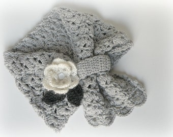 Crochet scarf in cachemire and merinos for baby, crochet cowl, winter baby clothing, girl crochet accessories. Adjustable scarf with flower.