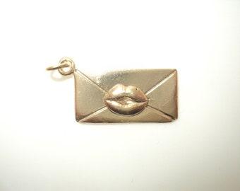 Kiss On Envelope Charm (JC-641)