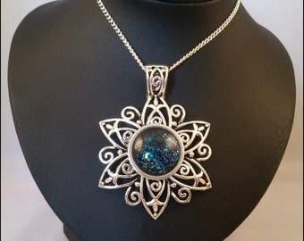 Necklace mystic flower