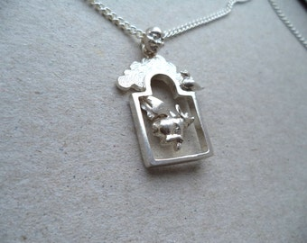 Novelty flying pig pendant and chain