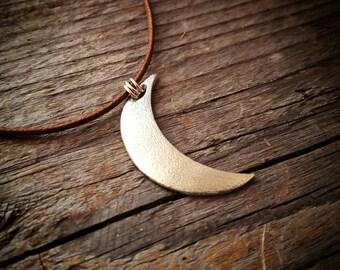 Silver moon pendant. Crescent moon.