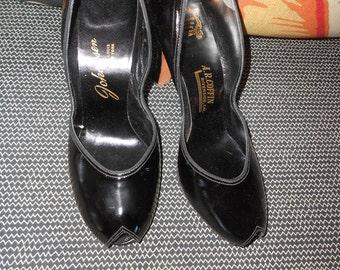 Vintage 40's Black Patent Leather Heels - Size 8