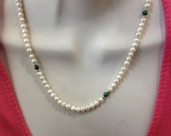 Freshwater pearls with malachite and 18ct gold, 18""