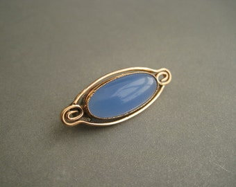 Beautiful antique gold filled brooch decorated with chalsedony.