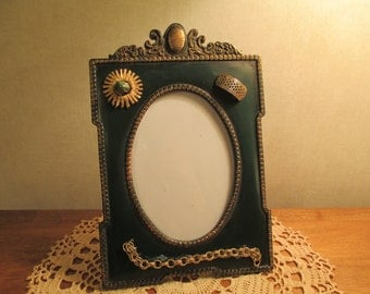 Upcycled Picture Frame Featuring Vintage Jewelry