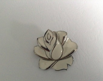 Vintage brooch/ shawl pin/ scarf pin, featuring a moulded enamel cream rose - vintage 1970s