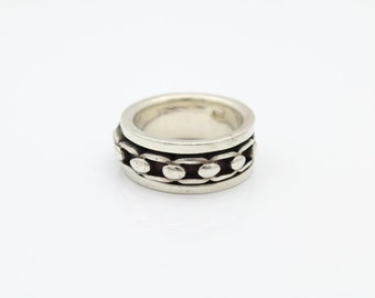 Tough Sterling Silver Chain Spin Ring Size 8. [6447]