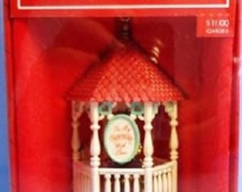 1986 Sweetheart Gazebo Hallmark Retired Complementary Ornament for Nostalgic Houses and Shops