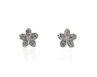 Small flower stud earrings, 10kt gold