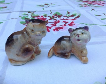Vintage Pair of Cat Salt and Pepper Shakers. Long Haired Cat S & P shakers, Ceramic. Playful kittens. 1940's - 1950's.  Made in Japan.