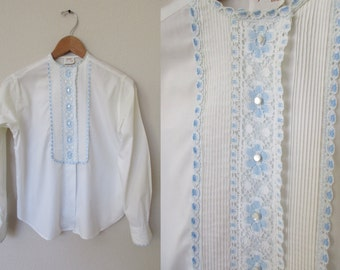 60s White Button Down Shirt with Blue Lace Small Buttons Blue Trim Lace Sz XS