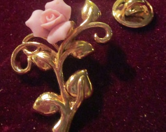 "vintage goldtone lapel pin with pale pink flower in new condition 1.25""high"