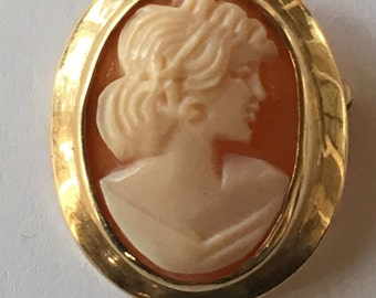 Small Vintage 10K Yellow Gold Carved Shell Cameo Brooch Pendant