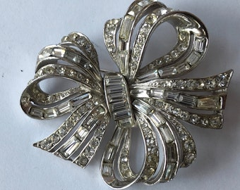 SALE! Vintage Art Deco Style Marcel Boucher Fancy Crystal Rhinestone Ribbon Bow Brooch