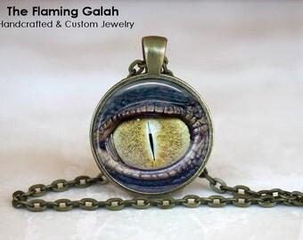 LIZARD EYE Pendant •  Reptile / Snake Eye •  Animal Anatomy •  All Seeing Eye • Gift Under 20 • Made in Australia (P1296)