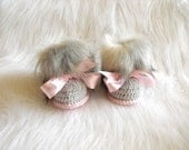 Crochet Baby boots with Bows Baby Girl Booties Gray and pink Ugg style Infant shoes Newborn boots Faux Fur Booties 0-3  3-6 6-12 Months