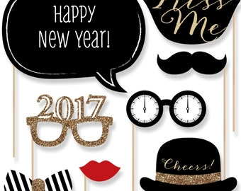 New Year's Eve Photo Booth Props - Gold Photobooth Kit with Custom Talk Bubble - Photo Booth Accessories - 20 Photo Props and Dowels