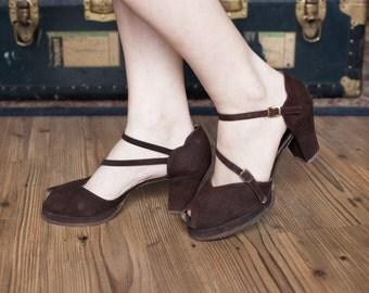 Betty shoes | vintage 40s shoes | 1940s brown suede leather heels | 40s platform shoes | vintage 40s peeptoe sandals | sz. 10