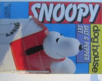 Peanuts Snoopy  Salt and Pepper set -- NIP -- Benjamin  &  Medwin