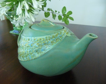 Vintage Teapot ... T-Flo Teapot ... English China ... Very Good Condition ... 950ml / 4 Cup Capacity