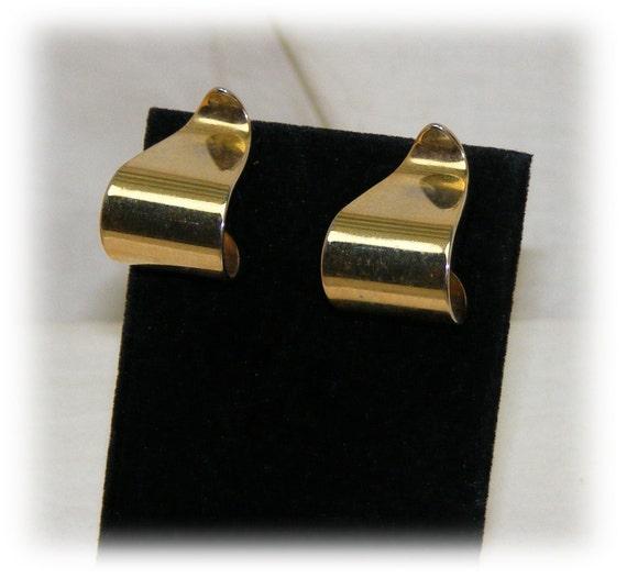 BEAUTIFUL Gold Tone Stud Earrings . .