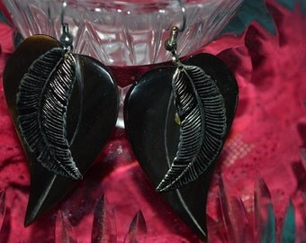 Beautiful Vintage Earrings - Gold Leaf on Black Leaf from the 80's (1017230G)