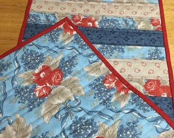 SALE/Quilted Table Runner/Americana Quilted Table Topper
