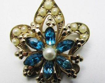 Dainty - Vintage - Rhinestone and Pearl Pin - Collectible - Jewelry - Gold - Rhinestones - Pearls - Pin - Brooch - Sparkling - Unique - Gift