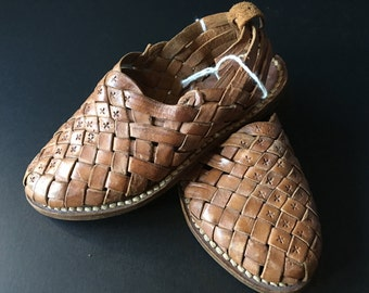 "Traditional Mexican Closed-Toe Girl Sandals ""Huaraches"" - Vintage Sz 4 - Handmade Leather"