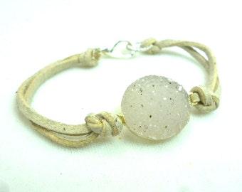 White Drusy Leather Bracelet .. Drusy Bracelet .. Handmade Bracelet .. Geode Crystal .. Boho Style .. Rustic Jewelry