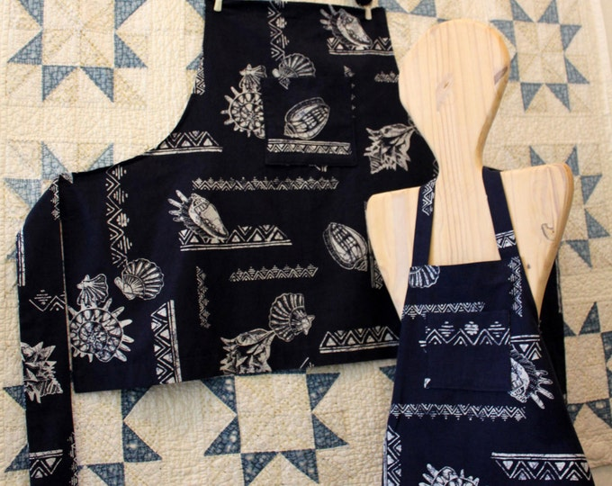 Family Apron Set: Adult and Kid White and Navy Hawaiian Shell Print Aprons. Mom or Dad and Mini Me Summertime BBQ Cooking Apron Set