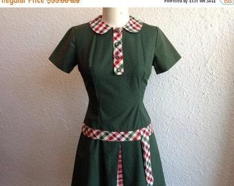 SALE 1960s Green peter pan collared dress