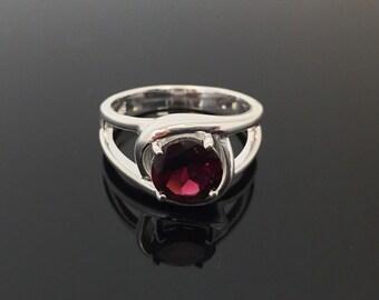 Garnet Silver Ring // 925 Sterling Silver // Simple Round Setting // Natural Garnet Ring // Red Garnet Ring // Sterling Garnet Ring