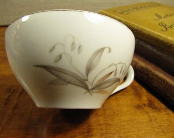 Kaysons Fine China Teacup - Golden Rhapsody - Gray Flowers and Gray and Gold Leaves