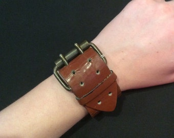 Vintage leather buckle cuff