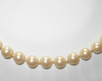 Vintage 1970s/80s Monet Imitation Pearl Necklace