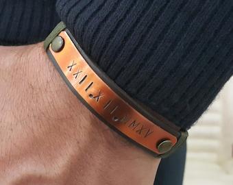 Roman personnalisé chiffres cuir Bracelet plaque de cuivre fabriquées à la main Date personnalisée ID Bracelet Mens cadeau Graduation cadeau d'anniversaire pour lui