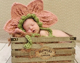 Newborn Flower Hat -  Newborn photography prop, newborn girl hat, crochet flower hat