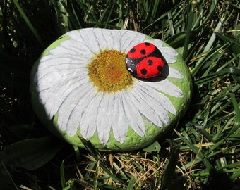 Flower Rock Painting, Garden Rock, Daisy, Flower Art, ,Painted Lady Bug, 3D Stone Art,Yard Art, Patio Decor, Floral Decor, House Warming